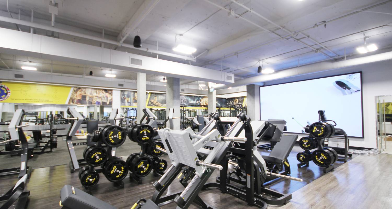 What makes Gold's Gym the best and top rated gym in Vancouver?